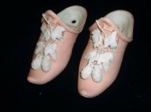 2 X VINTAGE PINK CHINA WALL POCKET TURKISH SLIPPERS RAISED WHITE VINE & HOPS